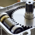 ingranaggi per barriera automatica realizzati con materiali ferrosi per una precisione e resistenza assoluta